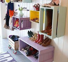 Billede fra http://boligcious.dk/wp-content/uploads/2012/09/boligcious-shoe-storage-indretning-entre-home-decor-opbevaring-sko-416x380.jpeg?d8bc9f.