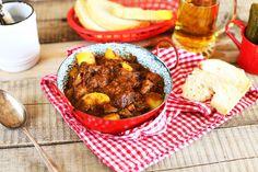 Pöri krumplival és vörösborral turbózva – ez a PINCEPÖRKÖLT!! Chana Masala, Beef, Make It Yourself, Breakfast, Ethnic Recipes, Food, Street, Kitchen, Youtube