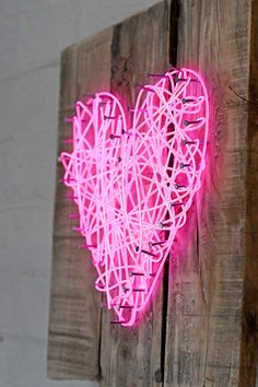 How To Make A String Art Neon Heart Sign - Pillar Box Blue Take string art to the next level with this neon heart sign using El wire. It is very cheap and easy to make and not just for Valentine's day! Heart Sign, Heart Art, Diy Neon Sign, Cheap Neon Signs, Neon Light Art, Neon Heart Light, Light Wall Art, Neon Crafts, Kid Crafts