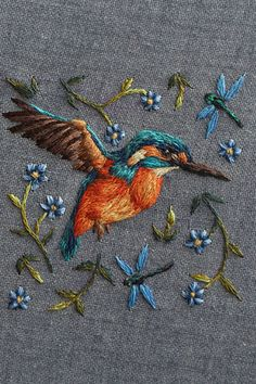 Humming bird surrounded by floral elements and dragonfly // Breathtakingly intricate embroidery Work by Chloe Giordano