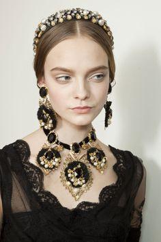 Dolce & Gabbana at Milan Fashion Week Fall 2012 - Backstage Runway Photos Fashion Accessories, Fashion Jewelry, Hair Accessories, Couture Accessories, Moda Formal, Baroque Fashion, Mode Vintage, Mode Inspiration, Wedding Inspiration