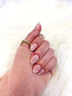 Cute Gel Nails, Chic Nails, Stylish Nails, Trendy Nails, Pink Tip Nails, Blush Nails, Daisy Nails, Nude Sparkly Nails, Sophisticated Nails