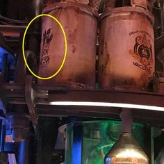 The Best Star Wars: Galaxy's Edge Easter Eggs And Details At Disneyland Disneyland Cruise, Disney Vacations, Disney Magic, Disney Art, Celebration Song, The Marionette, Star Wars Outfits, Have Courage And Be Kind, Battle Droid