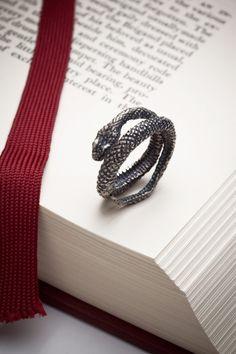Silver snake ring Snake Charmer RedSofa jewelry by redsofa Harry Potter Ships, Harry Potter Jewelry, Jewelry Accessories, Jewelry Design, Designer Jewelry, Slytherin Ring, Snake Ring, O Ring, Ring Finger