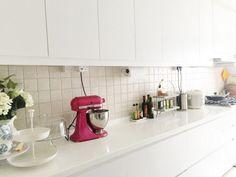 Interior. Small white kitchen decoration using square white tile kitchen backsplash including white laminated kitchen counter tops and simple white kitchen cabinets. Cool Simple White Kitchen Cabinets for Kitchen Decoration