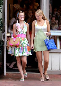 Blair & Serena (Season 2, Episode 1) While summering in the Hamptons, Blair stays preppy as always in an Alice + Olivia dress, a Susan Daniels headband, Lulu Guinness shoes and a Kate Spade bag while Serena goes casual in a Vena Cava dress, Helen Ficalora necklace, Te Casan shoes and a Chanel bag.