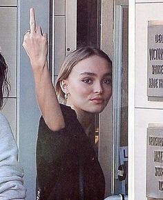 Lily Rose Depp Style, Lily Rose Melody Depp, Vanessa Paradis, Photographie Glamour Vintage, Pretty People, Beautiful People, Lily Depp, Carlson Young, Queen