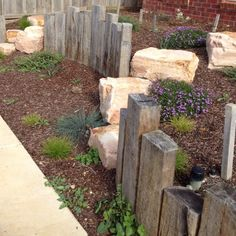 Crazy Front Yard Retaining Wall Landscaping - All For Garden Garden Retaining Wall, Landscaping Retaining Walls, Front Yard Landscaping, Sleeper Retaining Wall, Landscaping Ideas, Landscaping Blocks, Garden Edging, Garden Paths, Back Gardens