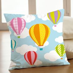 "J'adooooore ce coussin...ca tombe bien le prepare une petite collection: ""dans les airs""  Love this pillow! I'm actualy working on a collection called: in the air..."