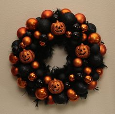 Make your own Halloween wreath! So cute!