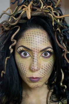 The Crafty Domestic Goddess: Halloween Costume Ideas - Medusa Halloween Kostüm, Halloween Cosplay, Holidays Halloween, Halloween Costumes, Goddess Halloween, Halloween Dress, Creative Costumes, Diy Costumes, Costume Ideas