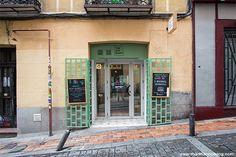 The Big Banh (Madrid). La oferta de comida callejera asiática tiene otro integrante en Madrid. En The Big Banh podrás encontrar sus bocadillos vietnamitas en Madrid cerca de la plaza de San Ildefonso y probar sus bocadillos de carne y encurtidos sanos y sabrosos con una buena cerveza.
