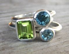 Peridoto e pietre di topazio blu svizzero accatastamento anelli in argento