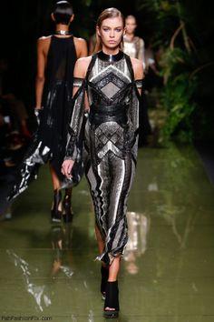 Stella Maxwell for Balmain spring/summer 2017 collection – Paris fashion week. #pfw #fashionweek #paris #runway #balmain #fabfashionfix