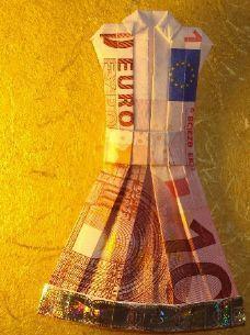 Kleid aus Geldschein falten
