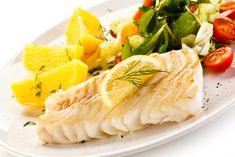 Préparation: 1. Mettez en route le cuiseur vapeur. 2.Salez et poivrez les pavés de poisson et disposez-les dans le panier. Coupez des tranches de citron et posez-les sur les morceaux depoisson. F…