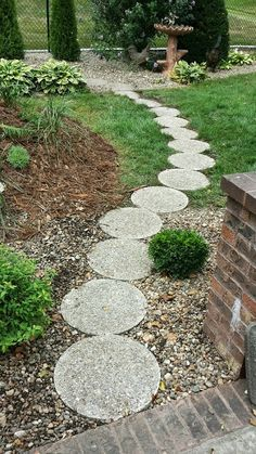 The Best Rock Outdoor Patio Ideas Garden Projects, Stone Pathway, Round Stepping Stones, Garden Paths, Garden Floor, Garden Walkway, Patio Stones, Backyard Patio Designs, Homestead Gardens