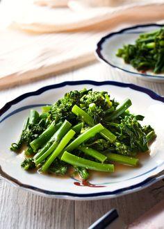 Karashiae dressing is the Japanese style mustard dressing which is made of Japanese mustard, soy sauce and dashi. Broccolini is perfect for karashiae.