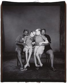 Bruce and Brian with their nurses, Teresa and Tille- Mary Ellen Mark (from her book Twins) 2001 Mary Ellen Mark, Nordic Lights, Amazing Photography, Street Photography, Portrait Photography, Joe Biden, Avignon France, Vivre A New York, Fondation Cartier