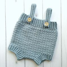 Hækleopskrifter til baby Archives Crochet Romper, Crochet Clothes, Crochet Baby, Crochet Bikini, Knit Crochet, Baby Boy Romper, Baby Bloomers, Crochet For Boys, Crochet Gifts
