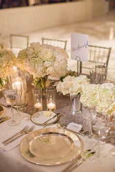 photo: Amy Campbell Photography; Elegant wedding centerpiece idea