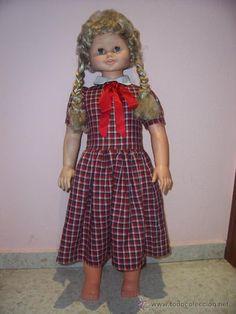 Rosaura, la muñeca gigante