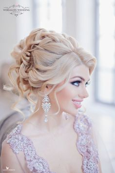 These bold wedding hairstyles featuring intricate updos and structured curls will fit perfectly into any glamorous wedding. The elaborate details found in these Best Wedding Hairstyles, Winter Hairstyles, Loose Hairstyles, Arabic Hairstyles, Prom Hairstyles, Hairstyle Ideas, Bridal Braids, Bridal Hair, Bridal Beauty