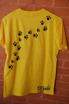T Shirt Painting, Fabric Painting, Shirt Print Design, Shirt Designs, Diy Clothing, Custom Clothes, Fabric Paint Designs, Pakistani Fashion Casual, Painted Clothes
