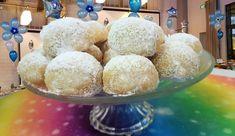 עוגיות נימוחות, עגולות, חמאתיות, המלאות מתיקות, שקדים, הוד והדר. עטופות בחגיגיות לבנה המתאימה לאירועים מיוחדים במשפחה ובחגים. העוגיות ידועות גם בשם עוגות תה רוסיות, עוגות תה שוודיות, עוגת חתונה מקסיקנית, עוגיות קורבייה, קורבידאס או עוגיות חתונה יווניות. קלות להכנה ומהירות הכנה.
