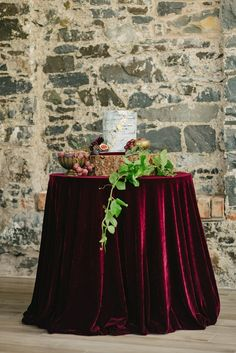 The Best Place to Buy Velvet Table Runners for Wedding Burgundy And Gold, Burgundy Wedding, Red Wedding, Wedding Colors, Black Tablecloth Wedding, Wedding Tablecloths, Jewel Tone Wedding, Winter Bride, Braut Make-up