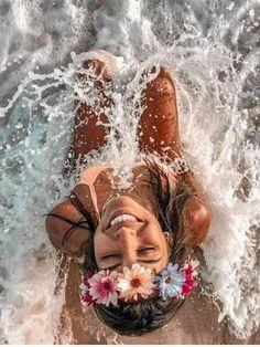beach poses by yourself photo ideas Beach Photography Poses, Summer Photography, Creative Photography, Summer Pictures, Beach Pictures, Poses Photo, Insta Photo Ideas, Beach Poses By Yourself Photo Ideas, Beach Ideas