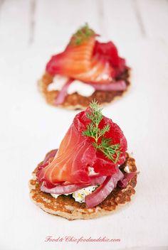 salmóm F&C3: salmón marinado con remolacha y vodka http://foodandchic.com/2013/12/17/salmon-marinado-con-remolacha-y-vodka/