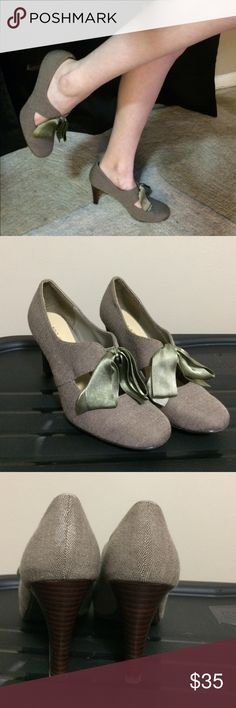 "Ann marino 3.5"" heels Very nice condition light wear on the soles, a little scuffy on the heels-barely noticeable. Very beautiful shoes. Ann Marino Shoes Heels"