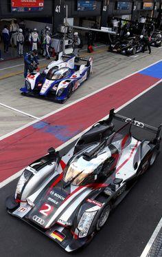 Audi R18 Ultra vs.Toyota TS030 Hybrid // 2012 FIA World Endurance Championship (via chargerlemans)