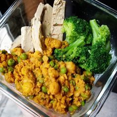 ..aaaaand I'm back and alive from my vegetative state. Lunch prep for work is this lovely curry I made, broccoli, and @beyondmeat 'chicken' strips. For the curry, I cooked boiled red lentils, TVP, chickpeas, and peas.  Then I added a curry simmer sauce, curry seasoning blend (Frontier brand on iherb.com - code GIK407 gives $5 off), and nutritional yeast. And das it :) super yummy and flavorful. #plantbasedprotein #vegan IS IT FRIDAY YET THOUGH.