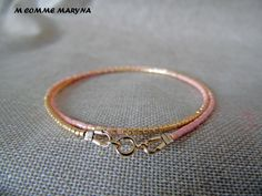 Bracelet minimaliste en perles Miyuki delicas Doré et rose Plaqué Or Minimalisme Bohochic Bohemian Bohostyle : Bracelet par m-comme-maryna Bracelets, Bangles, Plaque, Comme, Diy Jewelry, Gold, Etsy, Bangle Bracelets, Gold Plating