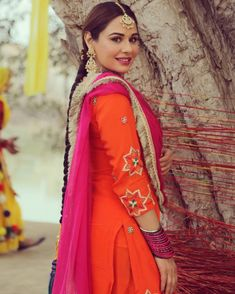 Embroidery Suits Punjabi, Embroidery Suits Design, Designer Punjabi Suits, Indian Designer Outfits, Punjabi Fashion, Indian Fashion, Stylish Dresses For Girls, Girls Dresses, Indian Dresses