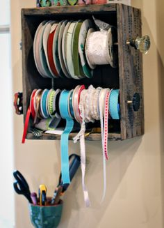 DIY: ribbon holder-for Craft/Sewing Room Craft Room Storage, Craft Organization, Ribbon Organization, Craft Rooms, Space Crafts, Home Crafts, Craft Space, Ribbon Holders, Coin Couture
