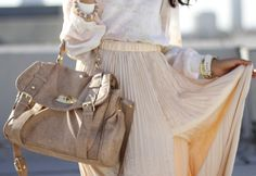 7 Sophisticated Ways to Wear Maxi Skirts . Love Fashion, Autumn Fashion, Womens Fashion, Fashion Beauty, What Makes You Beautiful, Stunningly Beautiful, Beautiful Things, Pleated Maxi, Maxi Skirts