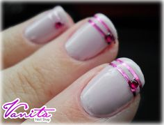 Nail Art - Tape Rosa by vanitanailshop, via Flickr