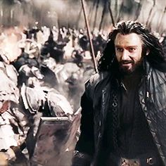 (gif) - Thorin hugs Dain in the middle of the battlefield.