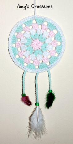 Crochet Gift Design dream catcher - Crochet Dreamcatcher Tutorial Enjoy this Crochet Dream Catcher Pattern, May it catch all your bad dreams! Crochet Wreath, Crochet Diy, Crochet Gifts, Crochet Flowers, Crochet Ideas, Mandalas Painting, Mandalas Drawing, Dreamcatchers, Crochet Dreamcatcher Pattern Free