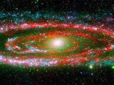 """As várias """"personalidades"""" do nosso grande vizinho galáctico, a galáxia de Andrómeda  são expostas nesta nova imagem composta a partir do Galaxy Evolution Explorer da NASA e do telescópio espacial Spitzer."""