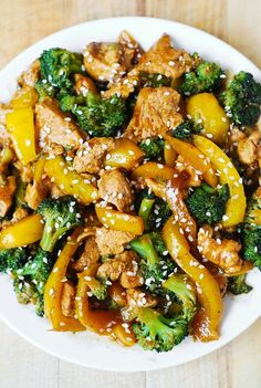 chicken dinners, vegetables, broccoli, bell peppers, sesame seeds