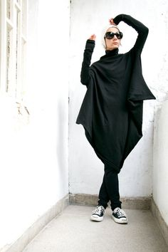 Oversize Black Loose Casual Top / Asymmetric Raglan door Aakasha