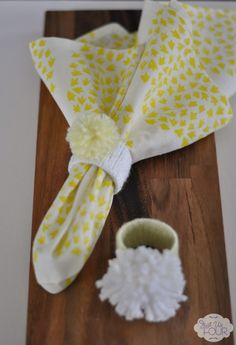 Paper towel insert + yarn = genius {and cheap} table decoration #crafts #yarn