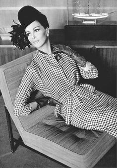 Photo Philippe Pottier, 1962, Wilhelmina, houndstooth two-piece by Pierre Cardin.