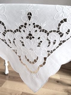 Little Vintage Cotton Linen Cutwork Square Tablecentre Cutwork Embroidery, White Embroidery, Machine Embroidery Designs, Embroidery Patterns, Lace Beadwork, Drawn Thread, Cut Work, Linens And Lace, Mug Rugs