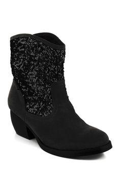 Black boots/Fancy cowbgirl