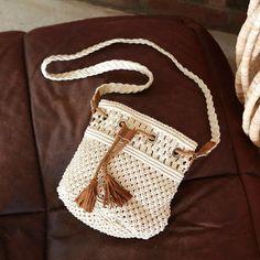 Beige Makramee Brieftasche Mademoiselle R Macrame Purse, Macrame Knots, Mademoiselle R, Crochet Shoulder Bags, Boho Bags, Macrame Projects, Patchwork Bags, Macrame Patterns, Crochet Purses
